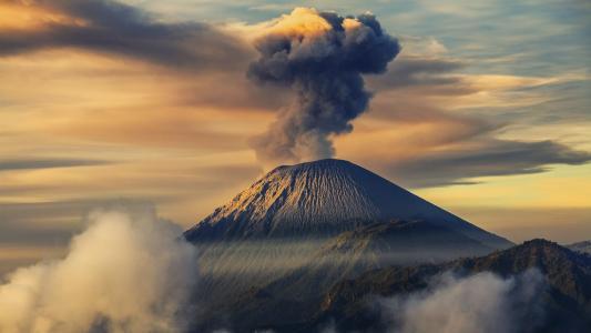 塞梅鲁 - 印度尼西亚爪哇岛上最高的火山