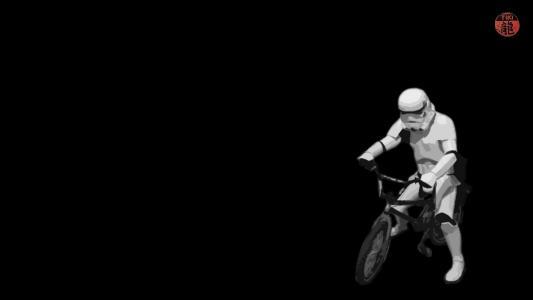 在自行车上的帝国突击队员