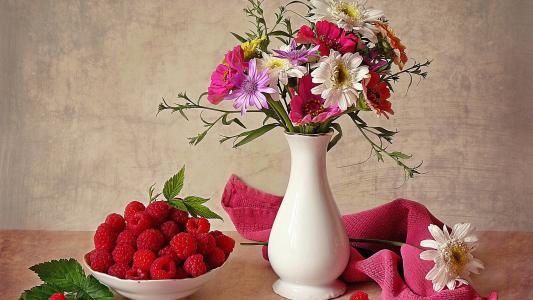 飞碟与覆盆子和花束