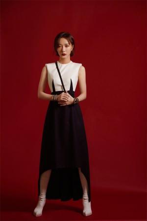 王珞丹连衣裙魅力养眼写真