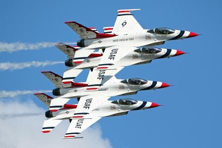蓝色的天空,F-16