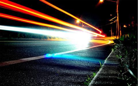长时间曝光的交通灯