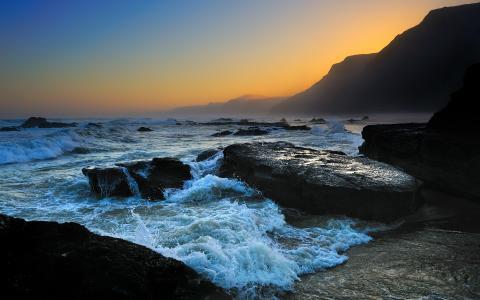 在日落的海岸