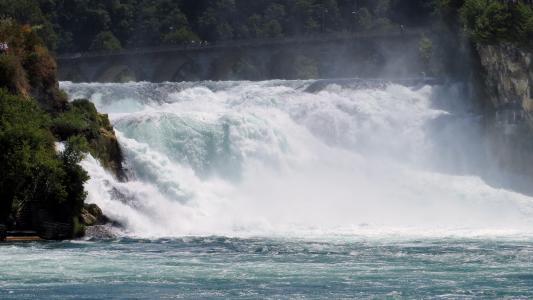 宏伟壮观的莱茵瀑布