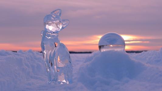 在日落时的冰雕塑