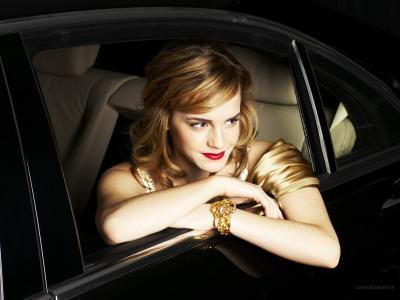 艾玛在车里