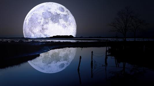 湖上的大月亮