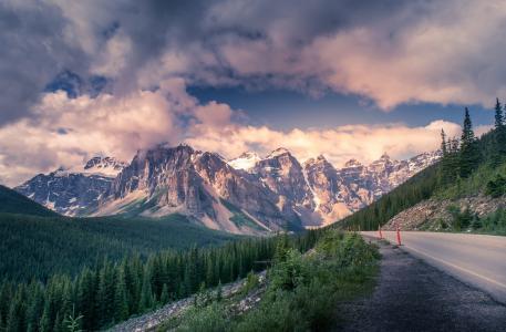 道路旁壮观的风景