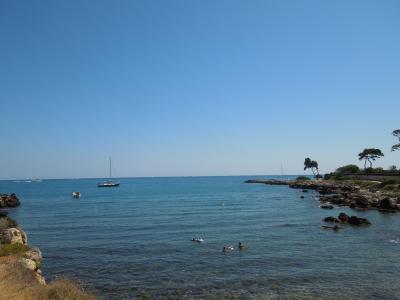 法国昂蒂布度假村的大海