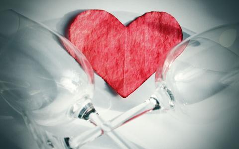 高酒杯和心脏