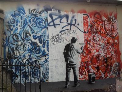 街头艺术家画在墙上