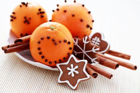 橙色与丁香,肉桂和生姜饼干的假期