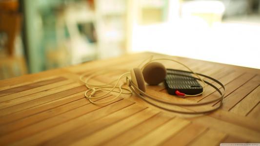 带耳机的iPhone