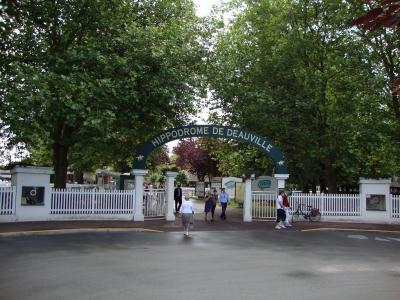 在法国多维尔的公园入口