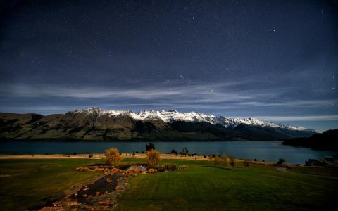 瓦卡蒂普湖,新西兰的夜间照片