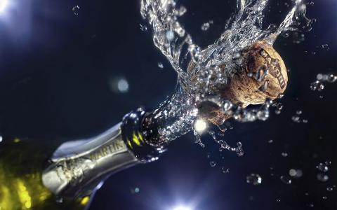 软木飞出一瓶香槟