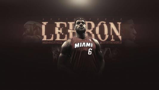 篮球运动员勒布朗詹姆斯在迈阿密热T恤
