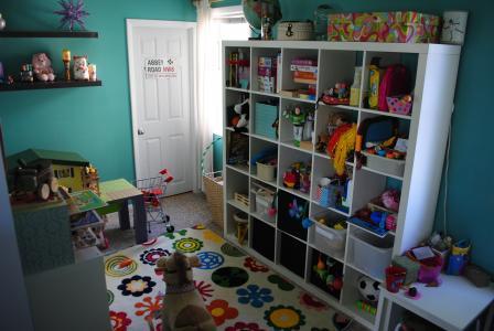 孩子们的房间里有很多玩具
