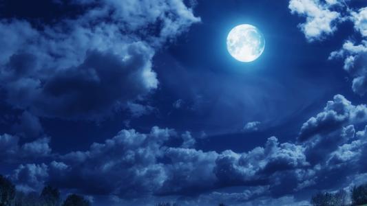 在月夜的云彩