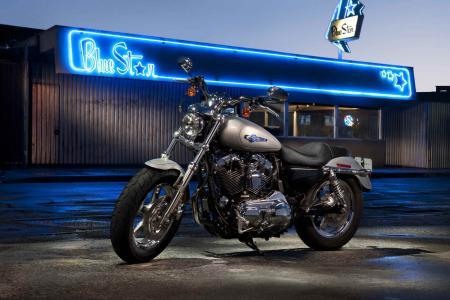 可靠的摩托车哈雷戴维森XL 1200C Sportster定制