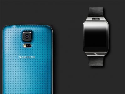 与时钟的蓝色三星Galaxy S5