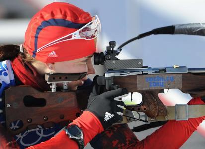 斯拉夫冬季两项运动员库斯敏娜(Anastasia Kuzmina)在索契金牌获得者