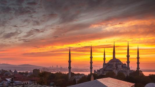 橙色日落在伊斯坦布尔