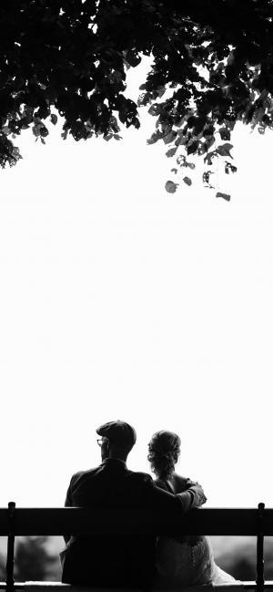 恩爱情侣黑白写实照