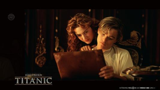 """杰克在电影""""泰坦尼克号""""中展示他的作品"""