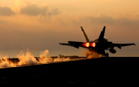 F-18飞机起飞
