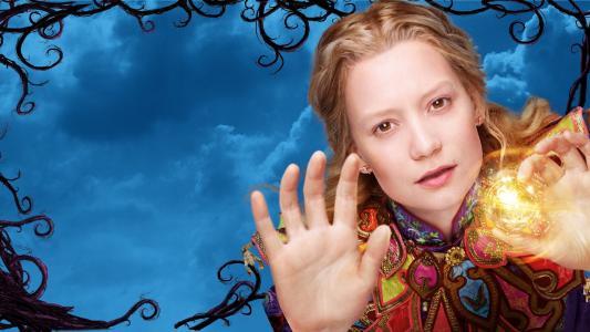 女主角Mia Vasikovska电影爱丽丝在镜子的主要女主角