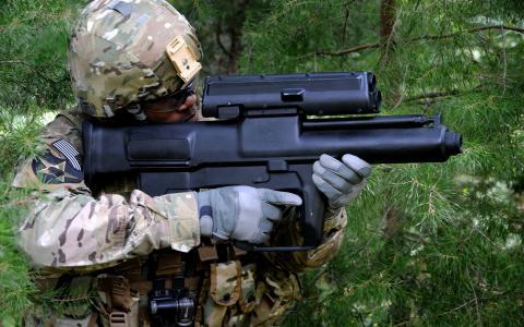 士兵与武器