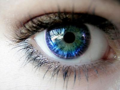 与反射的蓝眼睛