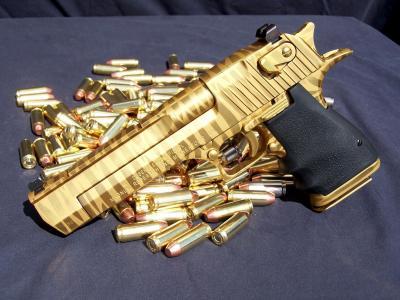 黄金手枪与子弹