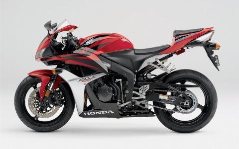 令人难以置信的快速摩托车本田CBR 600 RR