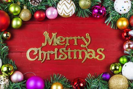 快乐圣诞题字与红色背景与圣诞节树装饰圣诞节