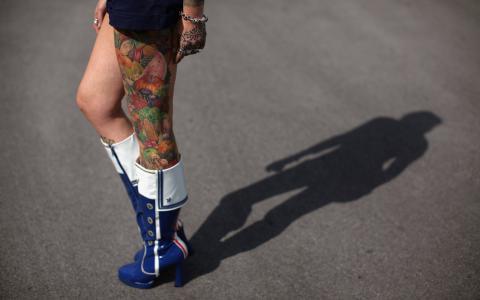 一个女人的脚上的纹身
