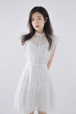 李兰迪纯白蕾丝裙气质写真