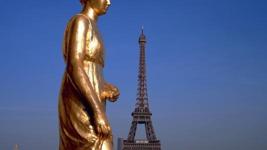 在巴黎的艾菲尔铁塔