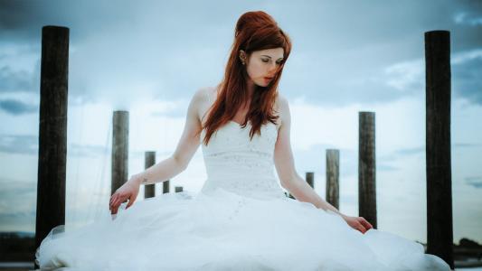 婚纱礼服的女孩
