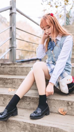 甜美少女清新靓丽制服写真