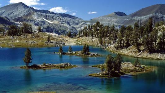 在俄勒冈州的山湖