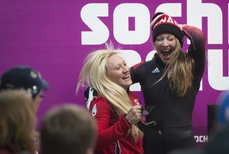 金牌得主加拿大雪橇凯莉·汉弗里斯在索契奥运会上