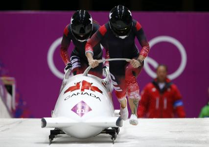 来自加拿大的雪橇学科Keily Humphries的金牌得主