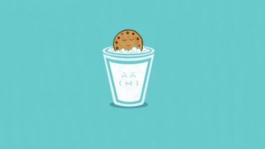 一杯牛奶和饼干