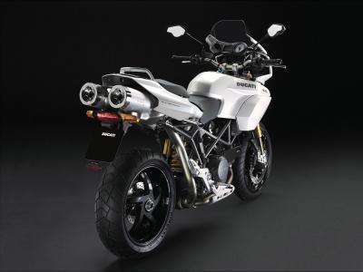 新的摩托车杜卡迪