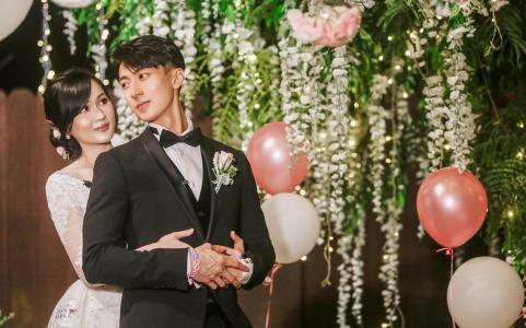 吴尊与妻子林丽吟举办婚礼