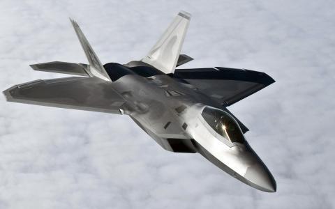 在飞行中的F-22猛禽