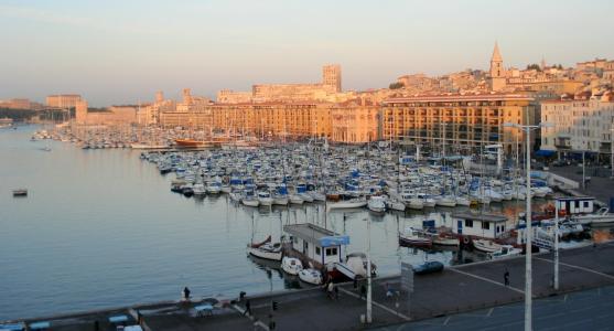 在马赛,法国港口的日落