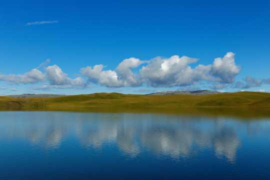 湛蓝的天空与江河
